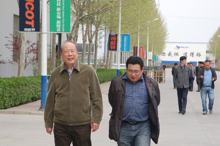 奇威特山东大区总经理孙海斌,销售公司常务副总雷红日,工程事业部总工